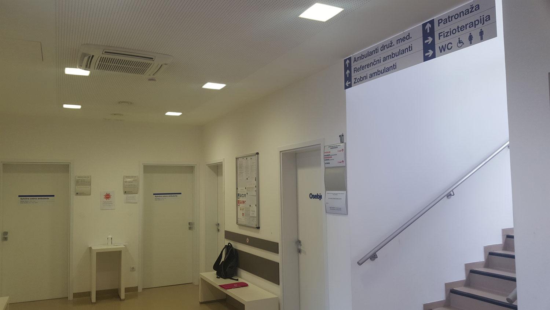 Dostopni usmerjevalni sistem v Zdravstvenem domu Dobrovo